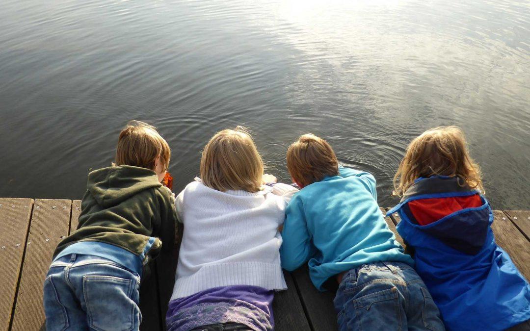 Niedoceniana moc dziecięcych przyjaźni – uwaga, dzieci uczą się jej odnas!