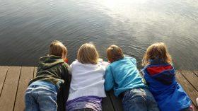 Niedoceniana moc dziecięcych przyjaźni - uwaga, dzieci uczą się jej od nas!